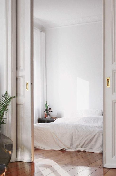 Schlafzimmer Einrichtung in Inspiration in minimalistischem Weiss