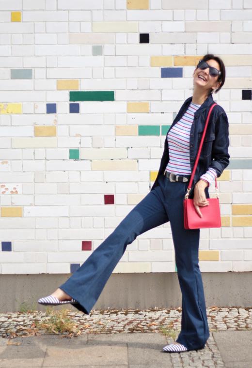 Schlaghose in Jeans und Jeanshemd mit Streifenpullover von Long Tall Sally für Frauen in großen und langen Größen