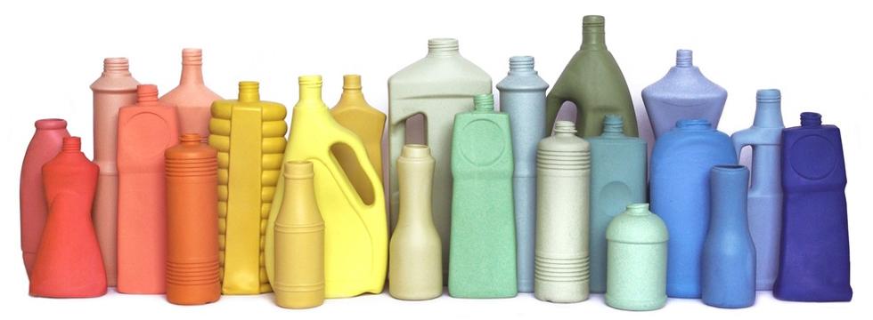 Foekje Fleur Bottle Vases - Porzellan Vasen inspiriert an Plastikmüll, Porzellan, Keramik, Blumenvasen