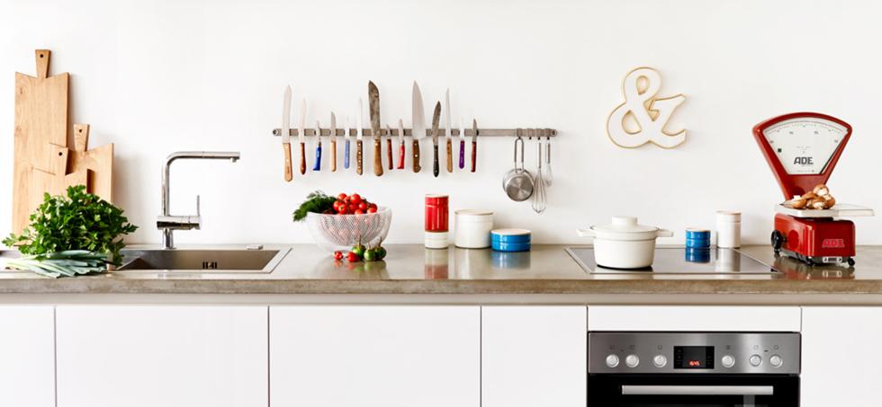 Einrichtung und Dekoration Küche mit Vintage Buchstaben und Wanddekoration, freundts berlin