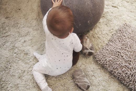 Strampelanzug aus Baumwoll Musselin mit Sternen von aden + anais