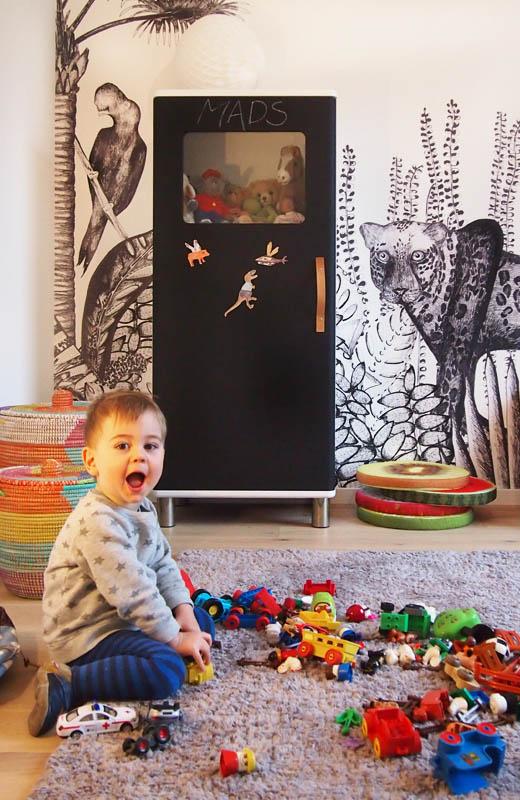 KInderzimmer Dekoration, Diy und Idee mit Urwald Tapete THE WILD von bien fait und Schrank mit Tafelfarbe