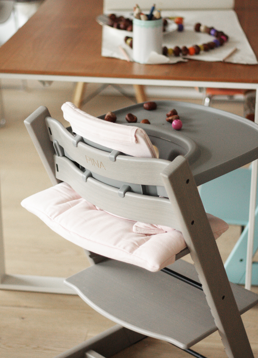 alle an einem tisch die stokke oak collection the. Black Bedroom Furniture Sets. Home Design Ideas