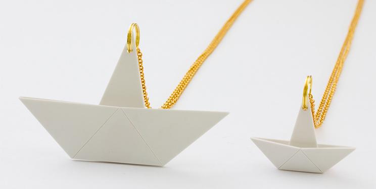 Schmucklabel Nora mit Origamikette Papierschiffchen