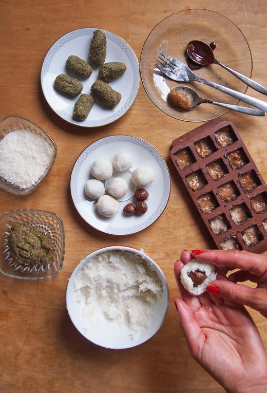 Rezept für Pralinen selber machen mit Füllung aus Marzipan mit Spinat und Kokos