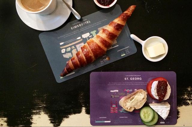 Frühstücksbrettchen Stereotypes mit Stadtteilen von HAMBURG