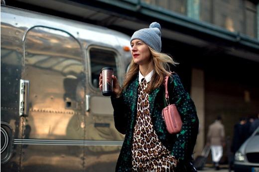 Street Style Foto von The Stylograph - Rue de la Monnaie - Natalie! - Paris