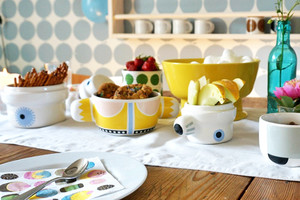 Keramik aus Schweden von Künstlerin Camilla Engdahl, Porzellan Dosen und Pötte Family and Birds