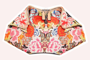 Clutch De Manta from Alexander McQueen at Luisaviaroma