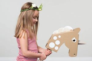 Flatout Frankie - Spielzeug aus Pappe, Steckenpferd und Einhorn