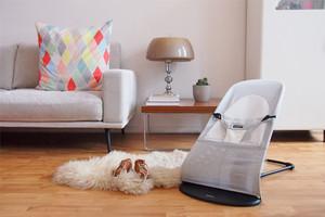 Baby Erstausstattung mit Babywippe von BabyBjörn in Weiß/Silber Mesh, online bestellen