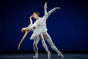Jewels vom Choreographen George Balanchine aufgeführt vom Staatsballett Berlin, Köstüme von Diamonds, gewinnspiel, tickets gewinnen