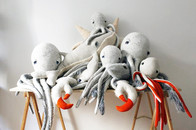 Plüschtiere von Big Stuffed Designerin Dana Muskat online bestellen auf Etsy, Kissen, Tintefische