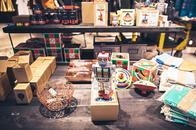 Concept Store BUTIQ Feinwaren in Mannheim mit Roboter aus Metall als Wohnaccessoires