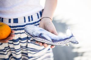 Kuscheltier Wal mit Illustration - Gretas Schwester der Illustratorin Sarah Neuendorf aus Berlin mit Schreibwaren, Papeterie, Stofftieren für Kinder, Grußkarten und Wohnaccessoires mit Illustrationen