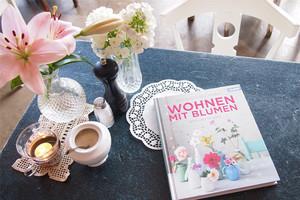 Buch von Holly Becker und Leslie Shewring - Wohnen mit Blumen: Kreative Ideen für Zuhause