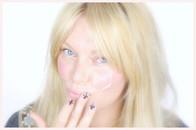 Visagistin Ina Cierniak mit einem Beauty Tutorial für ein schnelles Make up mit nur einem Produkt, Chanel, Lippenstift, rouge