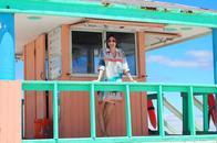 Styling in Miami Beach mit dem Hemdblusenkleid von Marc Cain aus der Serie Miami Nice im Sommer 2014