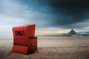 Strandkorb hergestellt im Korbwerk auf Usedom, Strand und Seebrücke von Heringsdorf