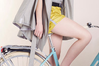 Regenmantel und Trenchcoat von Chance of Rain Designerin Antoniya Ivanova, Funktionskleidung mit Stil und Design