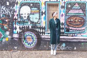 Styling und Outfit von Zalon mit Mantel von Hugo Boss, Stylistin