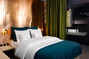Zimmer im 25hours Hotel Bikibi Berlin, Dopplezimmer, Interior Werner Aisslinger