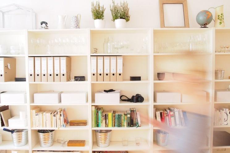 Bücherregal und Inneneinrichtung von Thea Neubauer