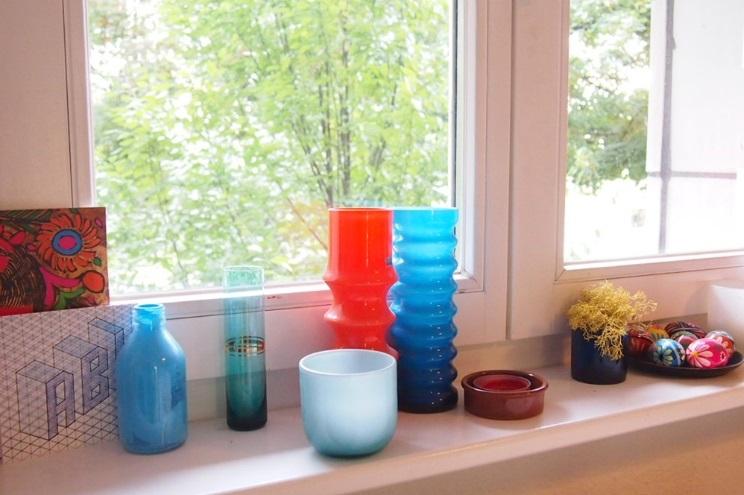 Blumenvasen aus Glas in Blau und Orange Vintage Retrodesign 70er Jahre Dekoration und Inneneinrichtung mit Ideen für die Wohnung