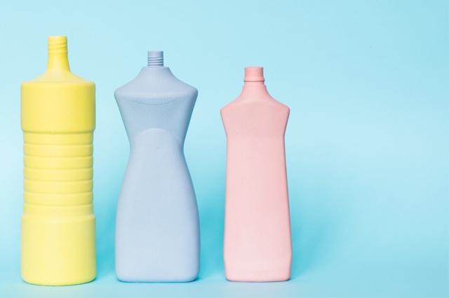 Foekje Fleur Bottle Vases - Porzellan Vasen inspiriert an Plastikmüll, Kunststoff, meer, Blumenvasen