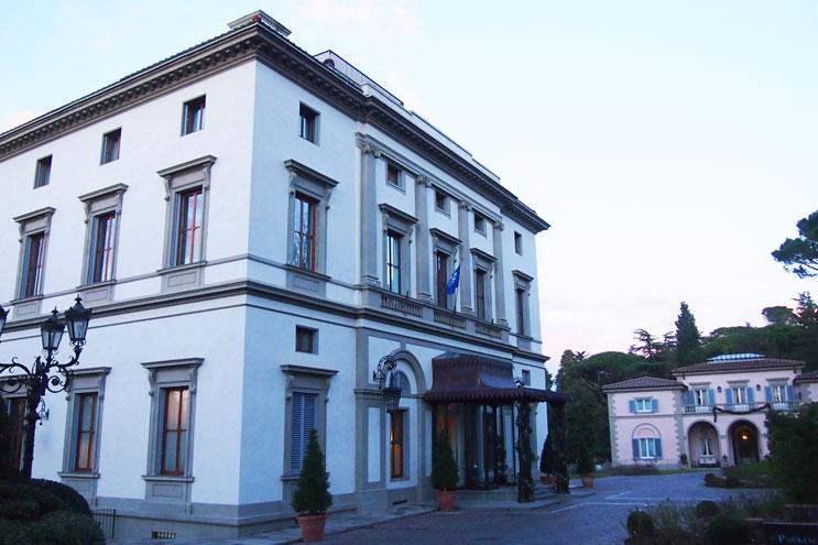 Grand Hotel Villa Cora mit Einfahrt, Haupthaus