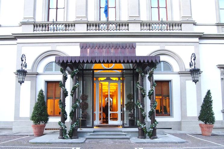 Übernahctung im Hotel Villa Cora Florenz, Eingang, Portier