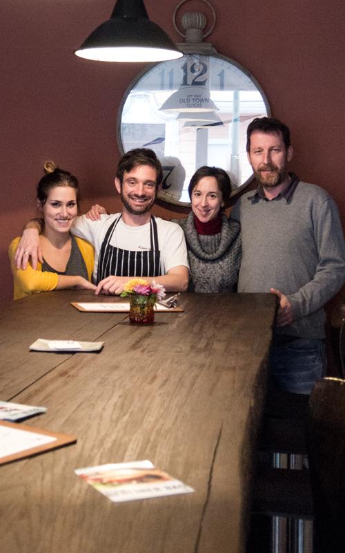 Das Team Kristy, Dave, Caroline und Tubias im Restaurant MUSE