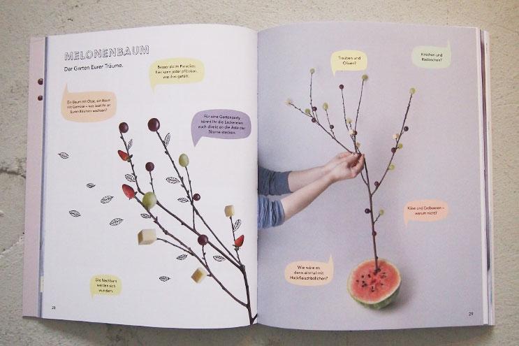 Spiele mit essen - Baum aus Trauben und Melonen