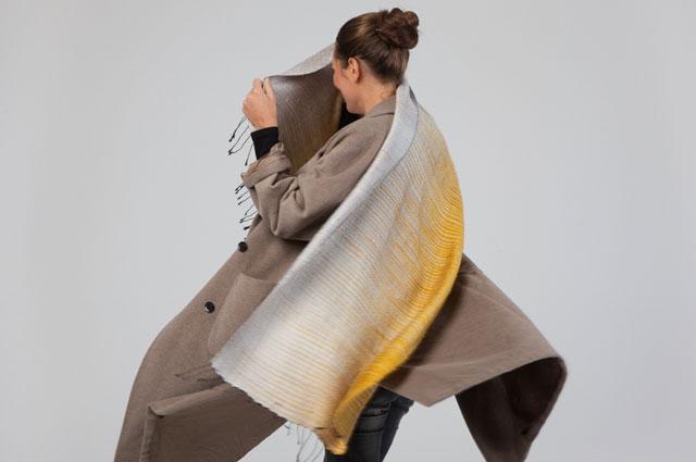 Schal aus reiner Seide, hangewebt von Onlineshop Folkdays Berlin
