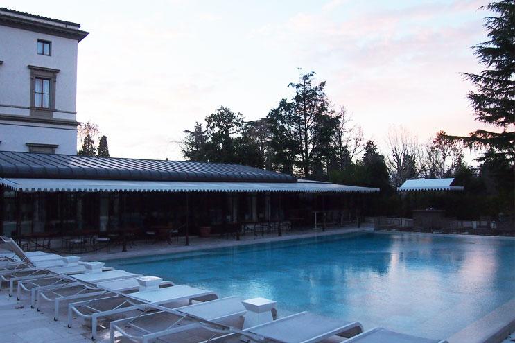Swimmingpool im Hotel Villa Cora Florenz