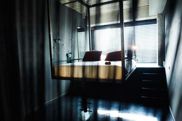 Spezial Zimmer mit frei schwebendem Doppelbett