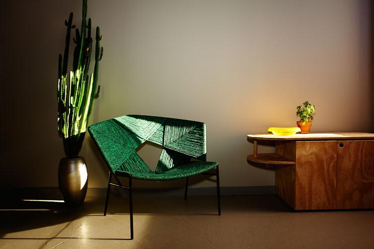 Grüner Designersessel im Volkshotel Amsterdam