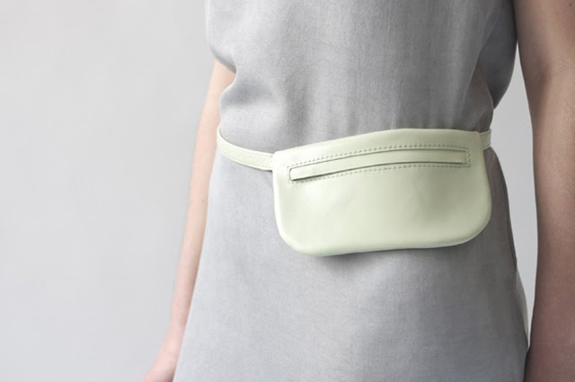 Gürteltasche in Pastell-Mint von Designerin Alex Bender, Tasche, Leder, Accessoires