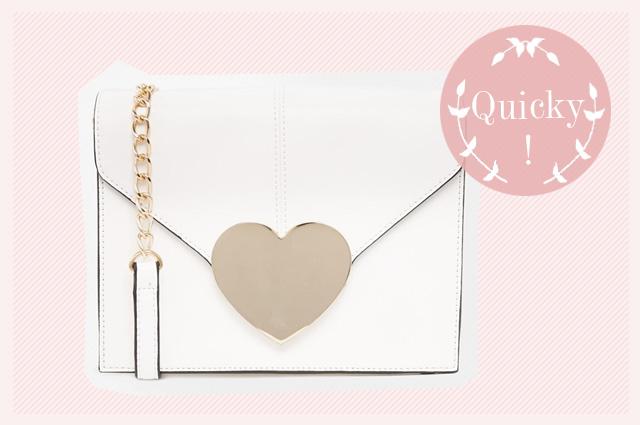 Clutch und Umhängetasche von asos zum Silvester Styling, weiße Handtsche mit Herz aus Silber, online bestellen