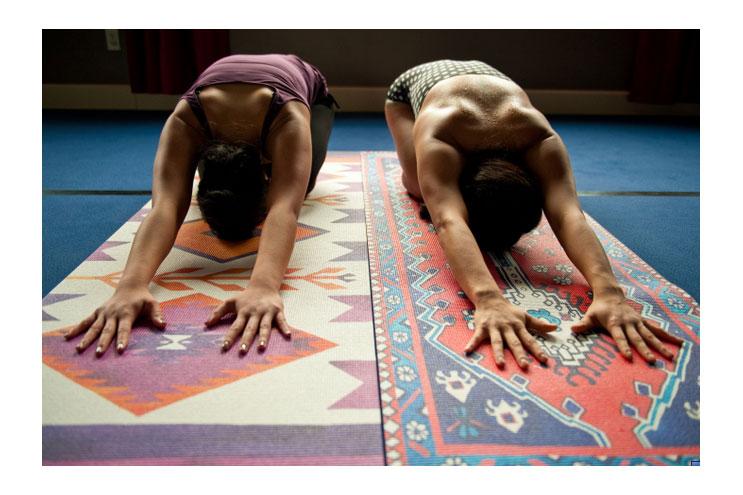yogamatten in bunt bemaltem design