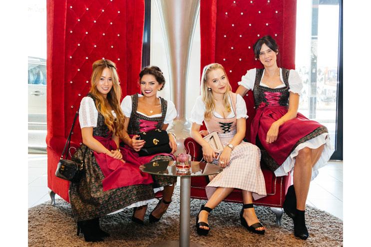Geflochtene Wiesn-Frisuren von KMS für das Oktoberfest