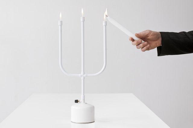 Leuchter flames von droog in weiß mit gasflamme