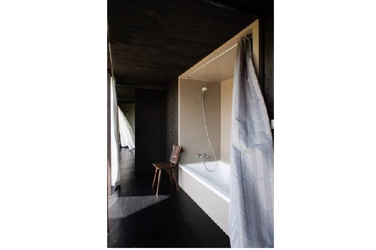 Das schwarze Haus als Ferienhaus in der Uckermark/Brandenburg mieten, Design im Bad, Bäderarchitektur, Preis, Buchen