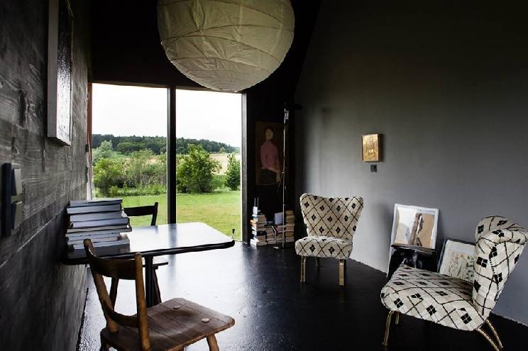 Das schwarze Haus, Ferienhaus in der Uckermark in Pinnow mieten, Lesezimmer und Wohnzimmer, Preise, Einrichtung, Ausstattung,