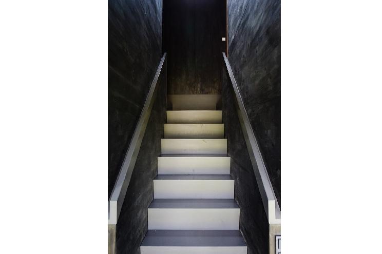 Ferienwohnung in der Uckermark/Brandenburg, das schwarze Haus, Treppe in Schwarz, Design, Einrichtung modern, Architektur