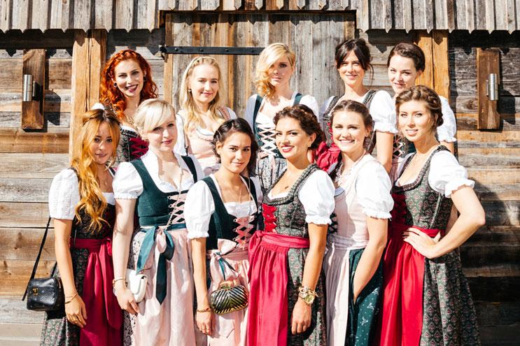 Dirndl von hallhuber und Accessoires von Zalando für das Oktoberfest