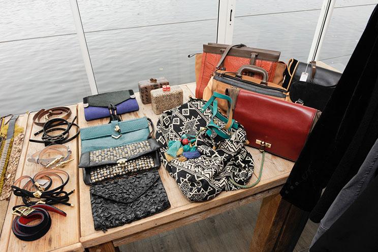 Taschen, Clutches, Schmuck und Accessoires aus der Kollektion Herbst/Winter 2013/14 des spanischen Modelabels HOSS INTROPIA