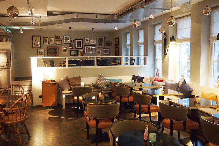 designhotel das henri hotel in hamburg bernachten im. Black Bedroom Furniture Sets. Home Design Ideas
