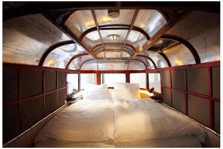 Bett im Hüttenpalast in Berlin