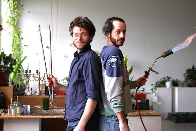 Glasdeigner Jesper Jensen und Leo in Berlin, Atelier